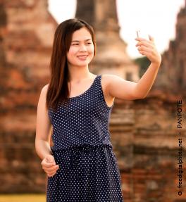 Teenager macht Selfie für Instagram