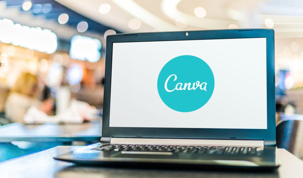 Canva - Logo auf Laptop